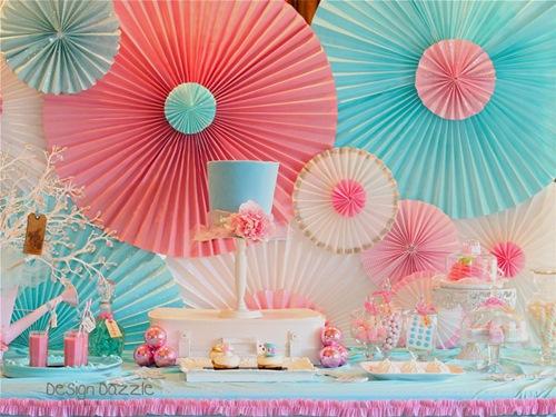 Aprenda Fazer Rosetas de Papel   Uma Decoração Fácil e Linda trabalho com papel roseta de papel flores de papel faça você mesmo diy decoração para festas decoração barata